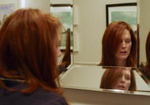 Julianne Moore plays Alice Howland, a 50 year-old woman fighting early Alzheimer's in Still Alice.